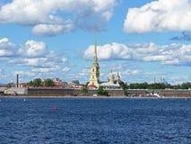Άποψη του Peter και του φρουρίου του Paul Ο ποταμός Neva γέφυρα okhtinsky Πετρούπολη Ρωσία Άγιος Στοκ εικόνες με δικαίωμα ελεύθερης χρήσης