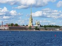 Άποψη του Peter και του φρουρίου του Paul Ο ποταμός Neva γέφυρα okhtinsky Πετρούπολη Ρωσία Άγιος Στοκ φωτογραφία με δικαίωμα ελεύθερης χρήσης