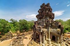 Άποψη του prang και του τροπικού δάσους από την κορυφή του ναού TA Keo σε Angkor Στοκ εικόνες με δικαίωμα ελεύθερης χρήσης