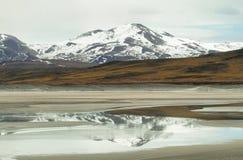 Άποψη των βουνών και της αλατισμένης λίμνης Aguas calientes στο πέρασμα Sico Στοκ εικόνες με δικαίωμα ελεύθερης χρήσης
