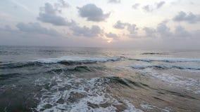 Άποψη των βουνών και του Ινδικού Ωκεανού από μια πανοραμική θέα, ένας κηφήνας από ένα ύψος 300 μ απόθεμα βίντεο