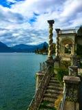 Άποψη των βουνών και των νερών της λίμνης Como Ιταλία Στοκ εικόνες με δικαίωμα ελεύθερης χρήσης