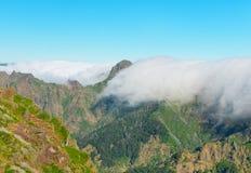 Άποψη των βουνών στη διαδρομή Pico Areeiro - Pico Ruivo, νησί της Μαδέρας, Πορτογαλία, Ευρώπη Στοκ εικόνα με δικαίωμα ελεύθερης χρήσης