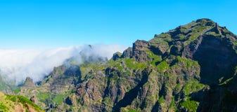Άποψη των βουνών στη διαδρομή Pico Areeiro - Pico Ruivo, νησί της Μαδέρας, Πορτογαλία, Ευρώπη Στοκ εικόνες με δικαίωμα ελεύθερης χρήσης