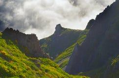 Άποψη των βουνών στη διαδρομή Pico Areeiro - Pico Ruivo, νησί της Μαδέρας, Πορτογαλία, Ευρώπη Στοκ φωτογραφίες με δικαίωμα ελεύθερης χρήσης