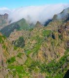 Άποψη των βουνών στη διαδρομή Pico Areeiro - Pico Ruivo, νησί της Μαδέρας, Πορτογαλία, Ευρώπη Στοκ Φωτογραφίες