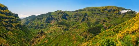 Άποψη των βουνών στη διαδρομή Encumeada - Boca de Corrida, νησί της Μαδέρας, Πορτογαλία, Ευρώπη Στοκ φωτογραφία με δικαίωμα ελεύθερης χρήσης