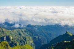 Άποψη των βουνών στη διαδρομή Pico Ruivo - Encumeada, νησί της Μαδέρας, Πορτογαλία, Ευρώπη Στοκ εικόνα με δικαίωμα ελεύθερης χρήσης
