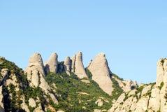 Άποψη των βουνών του Μοντσερράτ με το διάστημα στο κείμενο τουριστικός προορισμός στην Ισπανία στοκ εικόνα με δικαίωμα ελεύθερης χρήσης