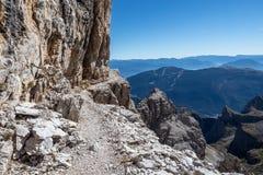 Άποψη των δολομιτών Brenta αιχμών βουνών στοκ εικόνες