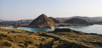 Άποψη των εγκαταστάσεων υδροηλεκτρικής ενέργειας στο Κιργιστάν Στοκ Φωτογραφίες