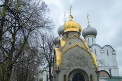 Άποψη των εκκλησιών στο τετράγωνο καθεδρικών ναών μέσα στο Κρεμλίνο Στοκ Εικόνες