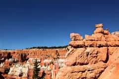 Άποψη των ζωηρόχρωμων σχηματισμών βράχου του εθνικού πάρκου φαραγγιών του Bryce Στοκ φωτογραφία με δικαίωμα ελεύθερης χρήσης