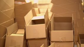 Άποψη των κιβωτίων στην αποθήκη εμπορευμάτων απόθεμα βίντεο