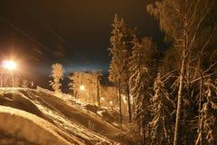 Άποψη των κλίσεων σκι το βράδυ Στοκ εικόνα με δικαίωμα ελεύθερης χρήσης