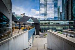 Άποψη των κτηρίων στην οδό Simcoe από το κέντρο Συνθηκών μέσα Στοκ Φωτογραφίες