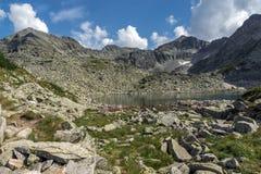 Άποψη των λιμνών αιχμών και Musalenski Musala, βουνό Rila, Βουλγαρία Στοκ Εικόνες