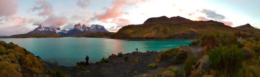 Άποψη των λιμνών και των βουνών Torres del Paine, Χιλή στοκ εικόνα με δικαίωμα ελεύθερης χρήσης