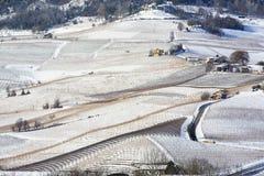 Άποψη των λόφων Langhe με το χιόνι και το χωριό του Λα Morra Piedm Στοκ φωτογραφίες με δικαίωμα ελεύθερης χρήσης
