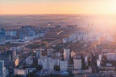 Άποψη των οδών πόλεων βραδιού στοκ εικόνες με δικαίωμα ελεύθερης χρήσης