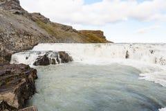 άποψη των ορμητικά σημείων ποταμού του καταρράκτη Gullfoss στο φαράγγι Στοκ Εικόνες