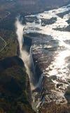 Άποψη των πτώσεων από ένα ύψος της πτήσης πουλιών πτώσεις Βικτώρια Εθνικό πάρκο mosi-OA-Tunya Zambiya και περιοχή παγκόσμιων κληρ Στοκ Εικόνες