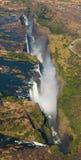 Άποψη των πτώσεων από ένα ύψος της πτήσης πουλιών πτώσεις Βικτώρια Εθνικό πάρκο mosi-OA-Tunya Zambiya και περιοχή παγκόσμιων κληρ Στοκ φωτογραφία με δικαίωμα ελεύθερης χρήσης