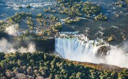 Άποψη των πτώσεων από ένα ύψος της πτήσης πουλιών πτώσεις Βικτώρια Εθνικό πάρκο mosi-OA-Tunya Zambiya και περιοχή παγκόσμιων κληρ Στοκ εικόνες με δικαίωμα ελεύθερης χρήσης