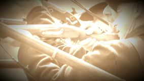 Άποψη των πυροβόλων όπλων πυρκαγιών πλάγιας όψης στρατιωτών εμφύλιου πολέμου ένωσης (έκδοση μήκους σε πόδηα αρχείων) φιλμ μικρού μήκους