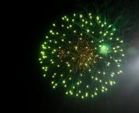 Άποψη των πυροτεχνημάτων, πυροτεχνήματα διακοπών στοκ εικόνα