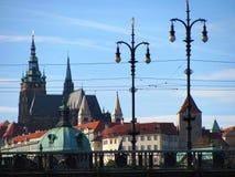 Άποψη των πύργων και του κάστρου Pragues στοκ φωτογραφία με δικαίωμα ελεύθερης χρήσης