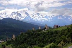 Άποψη των πύργων του χωριού Mestia στοκ φωτογραφίες