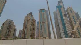 Άποψη των σύγχρονων ουρανοξυστών στη μαρίνα του Ντουμπάι απόθεμα βίντεο