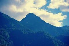 Άποψη των υψηλών βουνών κοντά στη Rosa Khutor Στοκ Εικόνες