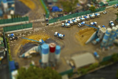 Άποψη των φορτηγών από την κορυφή ενός εργοτάξιου οικοδομής στοκ εικόνες