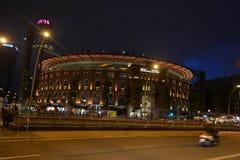 Άποψη των χώρων de Βαρκελώνη αρενών ταυρομαχίας τη νύχτα. στοκ φωτογραφία