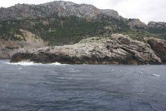 Άποψη των όμορφων και φυσικών βράχων και της θάλασσας στοκ φωτογραφία