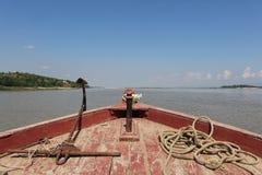 Άποψη τόξων βαρκών του Irrawaddy στοκ εικόνες