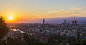 Άποψη υποβάθρου του πανοράματος της παλαιάς πόλης της Φλωρεντίας, που αγνοεί τον ποταμό Arno Στοκ φωτογραφία με δικαίωμα ελεύθερης χρήσης