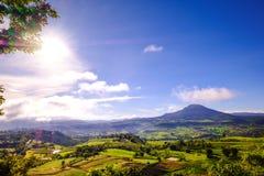 Άποψη υψηλών βουνών από Khao Kho, Phetchabun, Ταϊλάνδη στοκ εικόνα