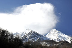 Άποψη υψηλών βουνών στο Sochi, Rosa Khutor στοκ εικόνες