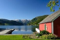 Άποψη φιορδ με το boathouse Στοκ εικόνα με δικαίωμα ελεύθερης χρήσης