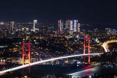 Άποψη φωτός και νύχτας πόλεων επάνω από τη Ιστανμπούλ, Τουρκία 15 Ιουλίου οι μάρτυρες γεφυρώνουν - Bosphorus brid Στοκ Φωτογραφία