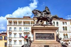 Άποψη φωτός της ημέρας από το κατώτατο σημείο στο ιππικό άγαλμα του βασιλιά Victor Em Στοκ Εικόνες