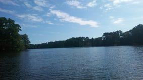 Άποψη όχθεων της λίμνης Στοκ φωτογραφία με δικαίωμα ελεύθερης χρήσης