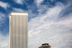 Άποψη δύο σύγχρονων και εταιρικών κτηρίων Στοκ εικόνα με δικαίωμα ελεύθερης χρήσης
