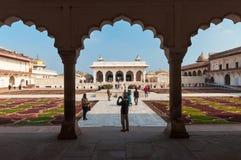 Άποψη Anguri bagh και Khas Mahal στο κόκκινο οχυρό Agra Στοκ εικόνα με δικαίωμα ελεύθερης χρήσης