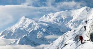 Άποψη Annapurna 3 ΙΙΙ και ομάδα τουρίστα Στοκ Φωτογραφία
