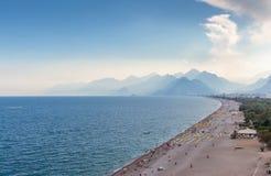 Άποψη Antalya, Τουρκία παραλιών Konyaalti Στοκ φωτογραφία με δικαίωμα ελεύθερης χρήσης