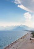 Άποψη Antalya, Τουρκία παραλιών Konyaalti Στοκ Εικόνες